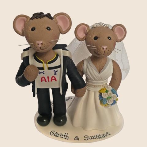 Wedding cake topper of mice